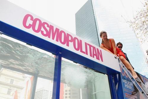 Например, на сиднейском пляже Bondi при поддержки и организации Cosmopolitan, 1,010 девушек установили мировой рекорд на самое большое количество девушек в бикини на одной фотографии.